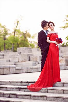 Photoshop给石阶上的新人加上大气的红色霞光教程