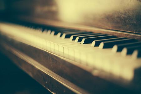 古典陳舊的鋼琴