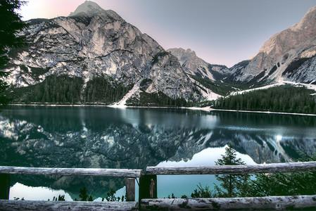 湖光山色美景