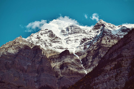 巍峨的雪山